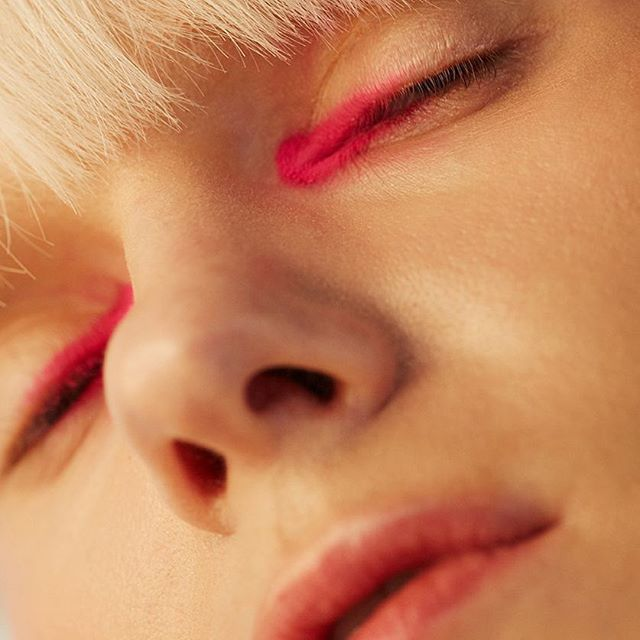 Hot in pink 👩🎤Elle beauty Julio 19 Issue @elle_mexico shot by @johanakimphotography mua @anagdev pelo @manueloliva10estilismo @jimmy_hrrr model @noravai @wantedmodelsagencyproducido por @ximenamorfinassistant @quetzal_em •⠀ •⠀ •⠀ #magazine #editorial #beauty#ellemexico #elle #ellebeauty#models #fashion #makeup#fashionphotography #shotbyme#inspiration #cover#madeinmexico
