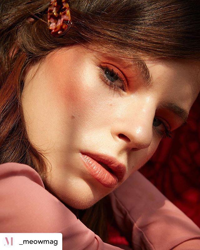 Beauty Editorial • @_meowmag Go for the pink & peachy hues 🍑💕#MEOWBeauty #STORY She Comes In Colors🌈 Fotografía @johanakimphotography  Maquillaje @paulinahlottes x @urbandecaymx  Peinado @alejandro_tenorio25 x @kevinmurphymx  Estilismo @oliviameza  Modelo @sydneysylvester_ @wanted_models  Ve más en meowmag.mx #beauty #makeup #makeuptutorial #beautyeditor #skincare #pinkvibes #girly #fashionphotography #editorial #photoshoot #mexicoshoot #ishoot