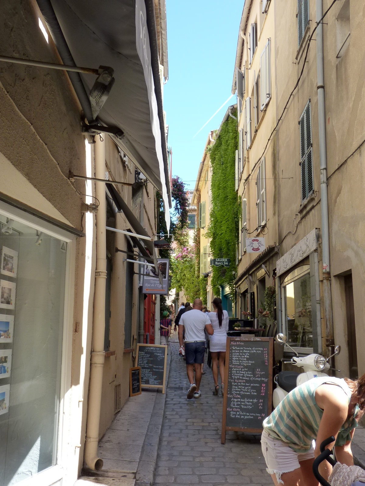 St-Tropez-Street.jpg