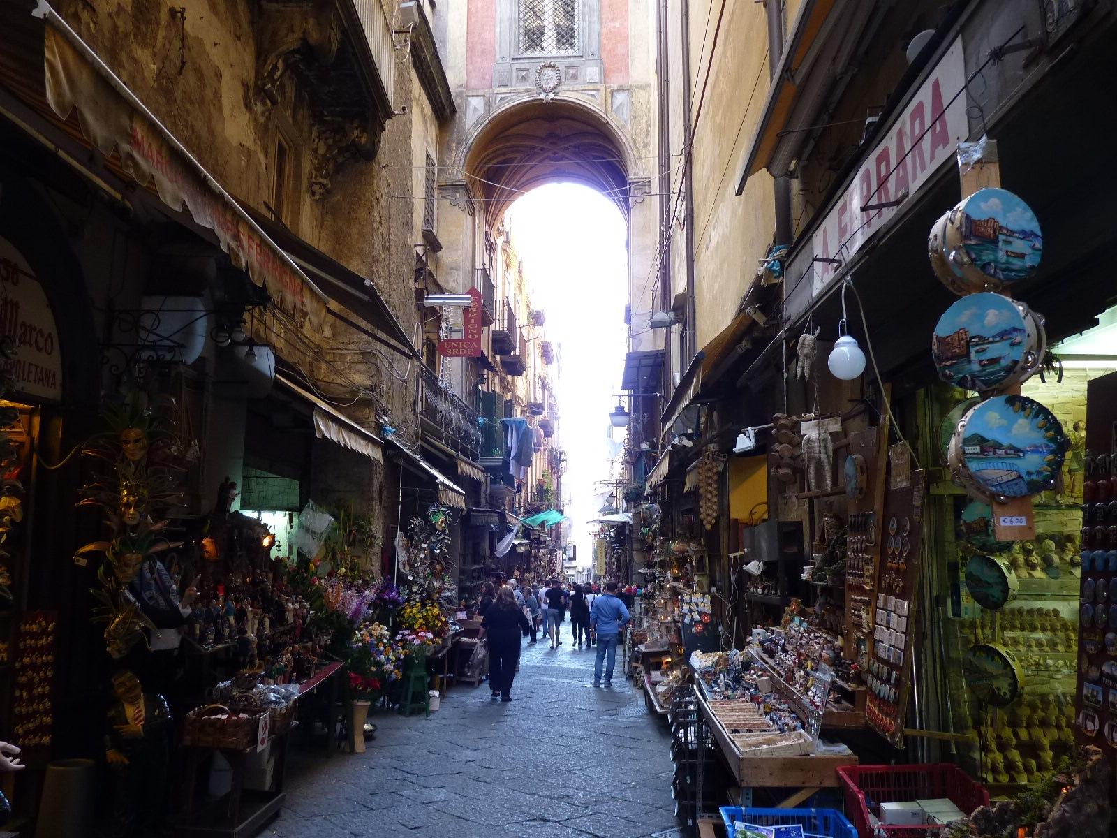 Market-Street-in-Napoli.jpg