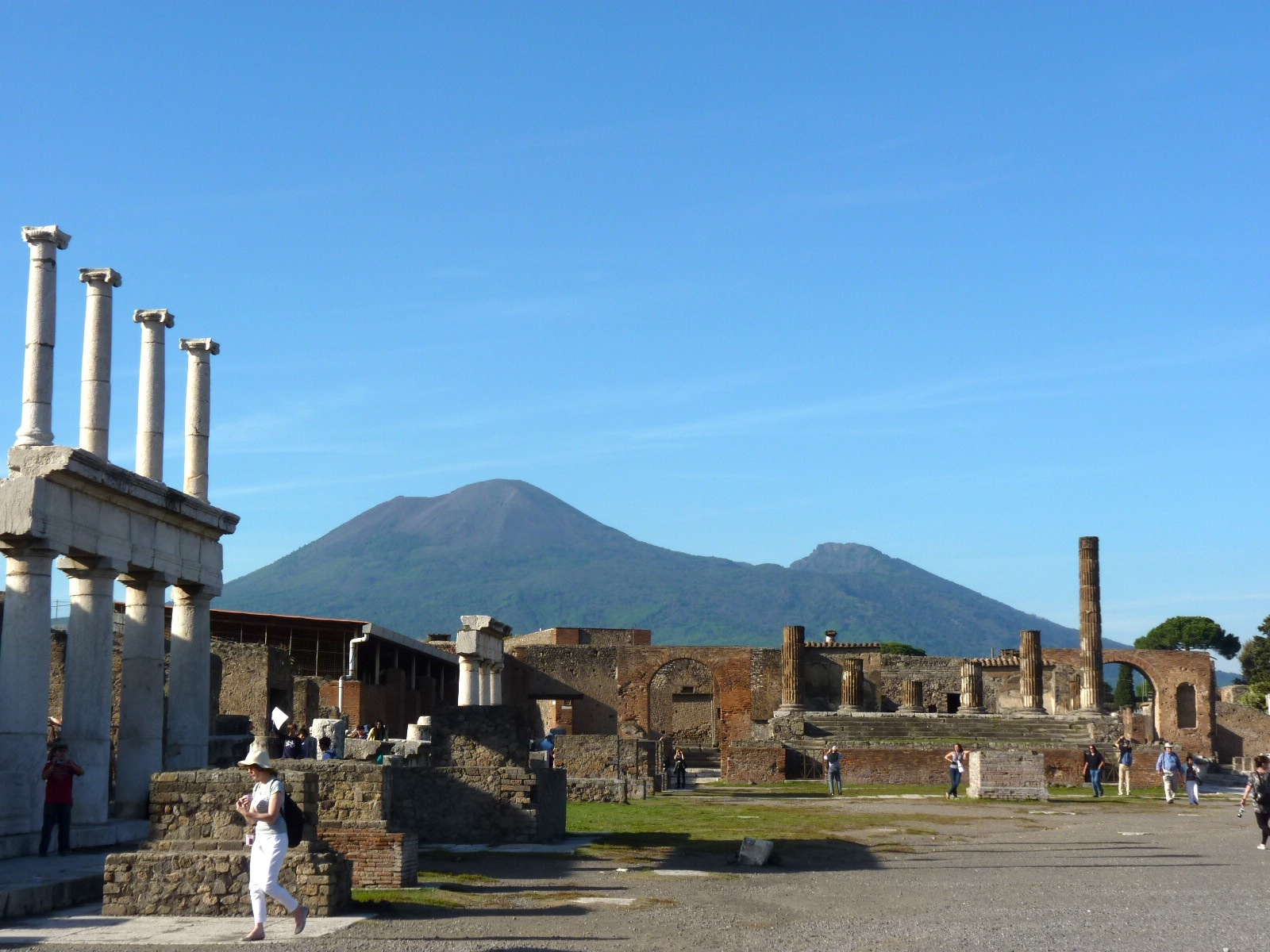 Pompeii-and-Mt-Vesuvius.jpg