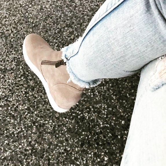 I wear these waterproof sneakers on repeat. I love the neutral color. They also come in black. Click link in bio for details. #outfitinspo #momblogger #ootdfashion #stylediary #shoesaddict #sneakers #sneakersaddict #shoes #shoe #casualstyle #casual #casualvibes #mommyblogger #momstyle #colorpoplife #ootd #photooftheday #outfitoftheday #outfitideas #outfitinspiration #amazon #style #styleinspo #styleinspiration
