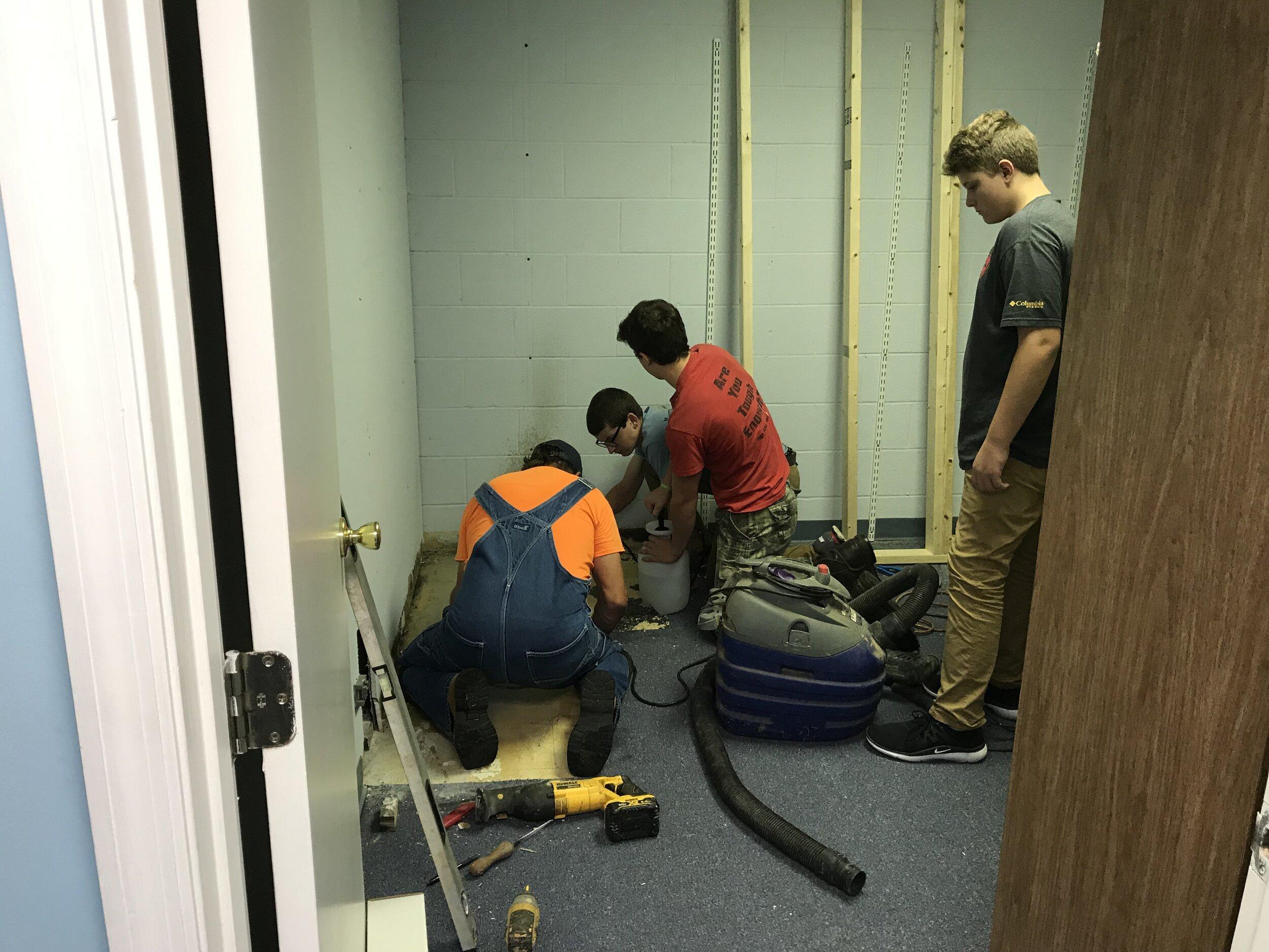 02 Volunteer Team at work.JPG