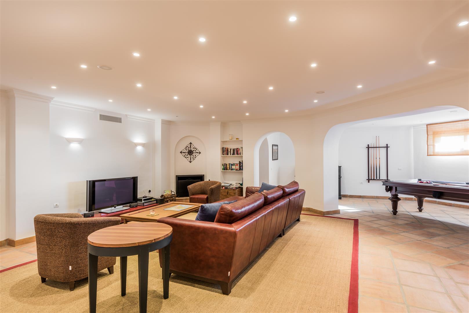 Villa Montemayor-Q (Large).jpg