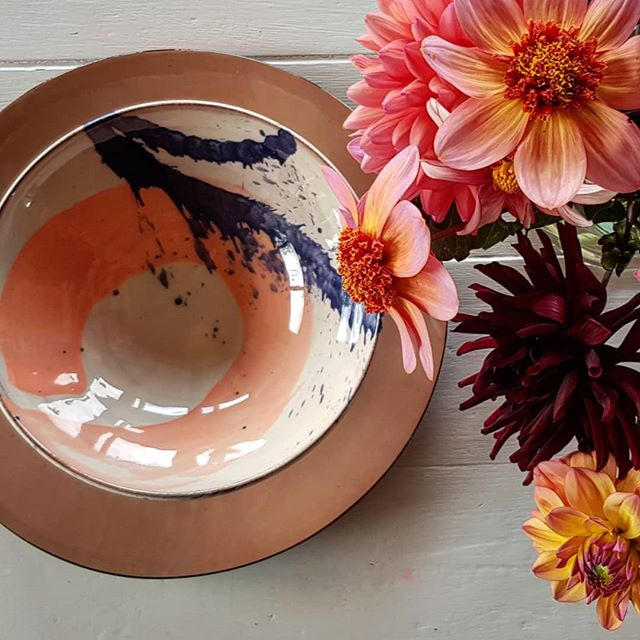 End of summer colours. Holidays ending, new projects beginning. I love the excuse for a new start that September brings.  Beautiful bowl by @troutstreampots and plate by @brickettdavda