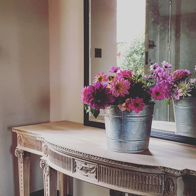 Home grown blooms in the entrance hall of our country house project.  #flowers #dahlias #autumn #makinganentrance #interiordesign  #interiordesignsomerset