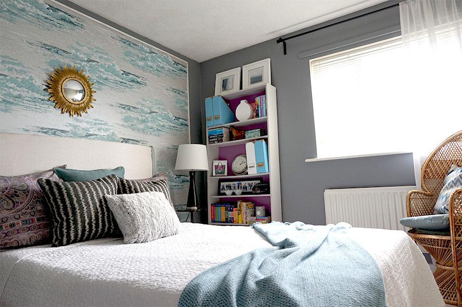 Teen-girl-bedroom.jpg