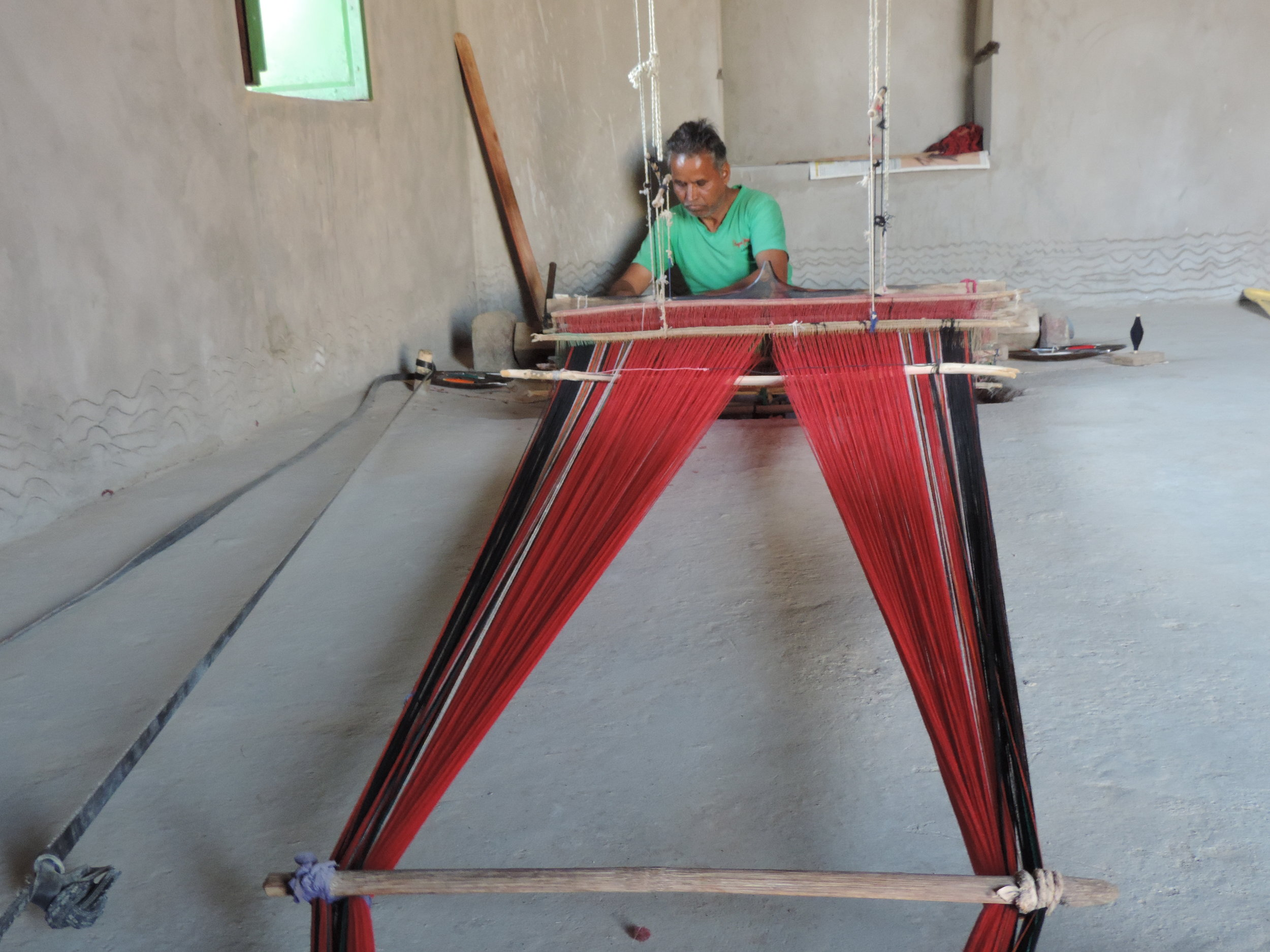 Anju Ram weaving our cotton throws on a traditional pitloom