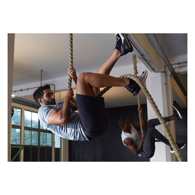 Social climbers #ropeclimb #ohmme #theonlywayisup