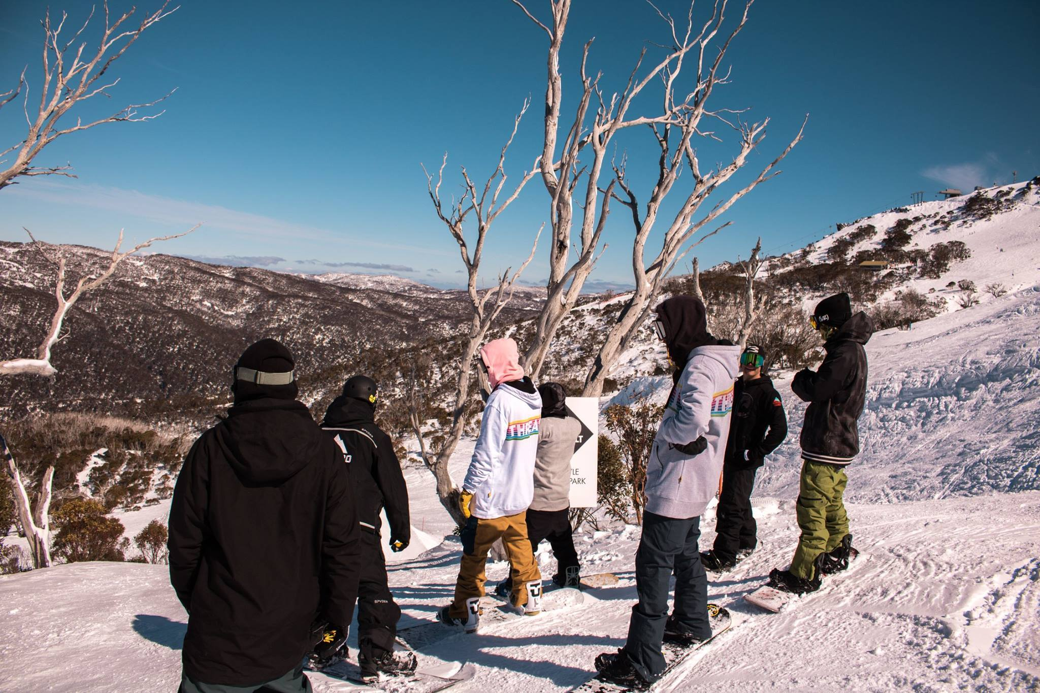 - A few weeks ago I managed to squeeze in a snow trip to Mt Buller and Thredbo to tame my snowboard cravings. Timed it perfectly with warm and sunny conditions, riding with a great crew you can never have a bad time.