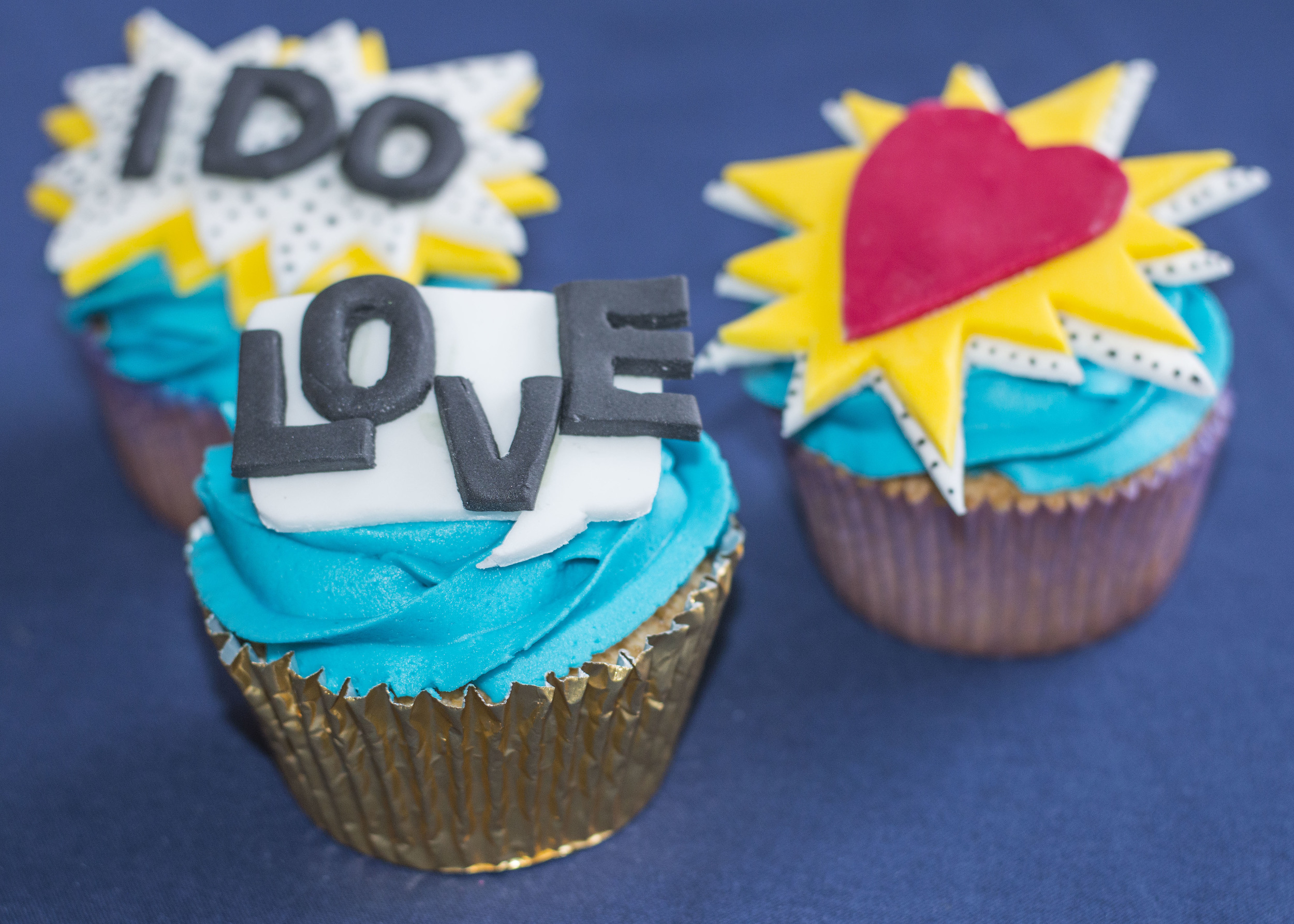 Pop Art/cartoon cupcakes