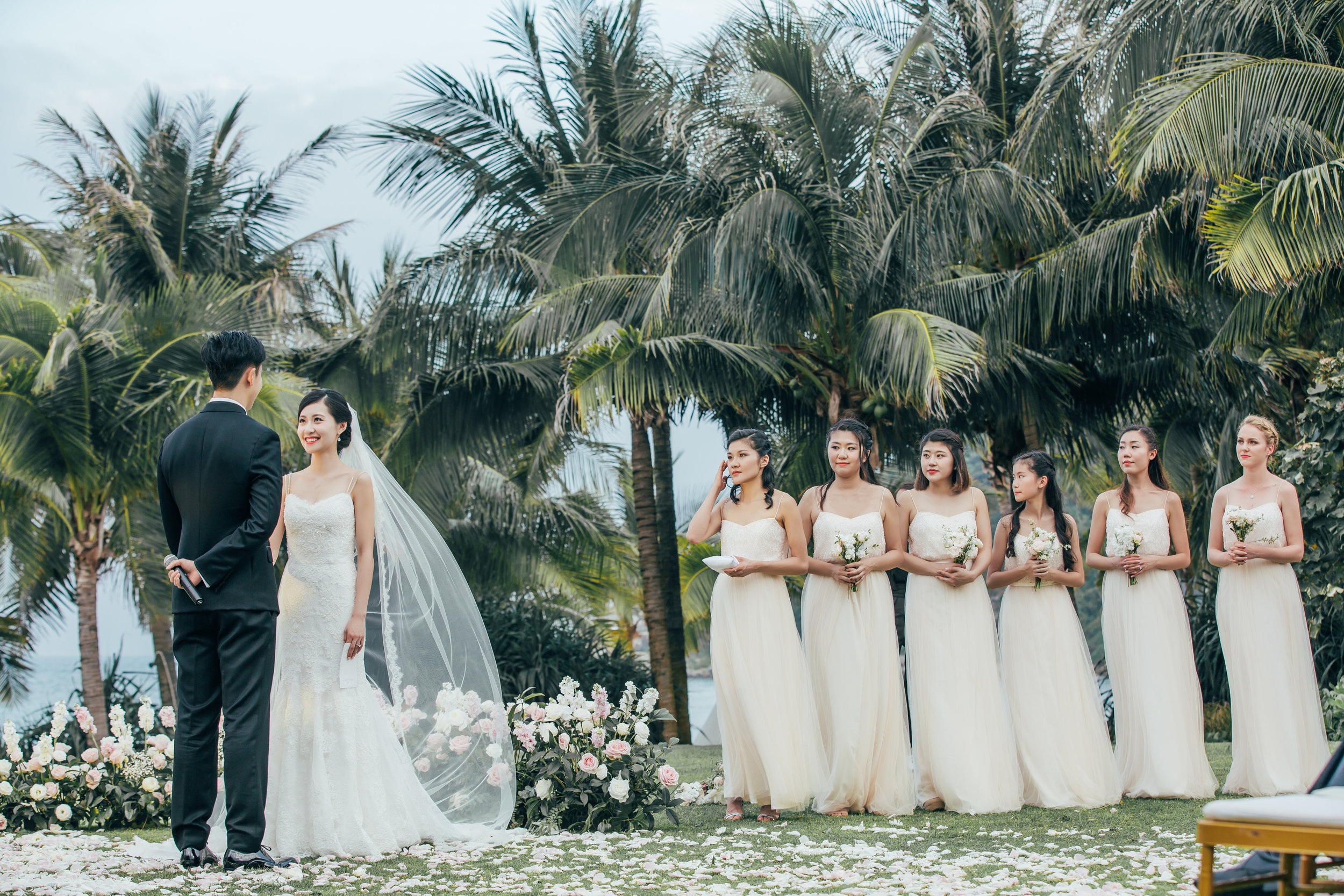 Bride Laurina and her bridesmaids wearing TH&TH Privé