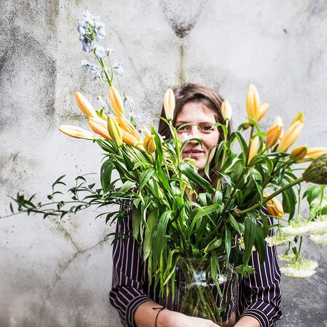 Natural habitat 🌿 . . . #flowers #watercolor #illustrator #meetthedesigner #aquarela #illustration #lily #lilyflower #boeket #girlswithflowers #antwerp #illustration #antwerpen #home #grlsndflwrs