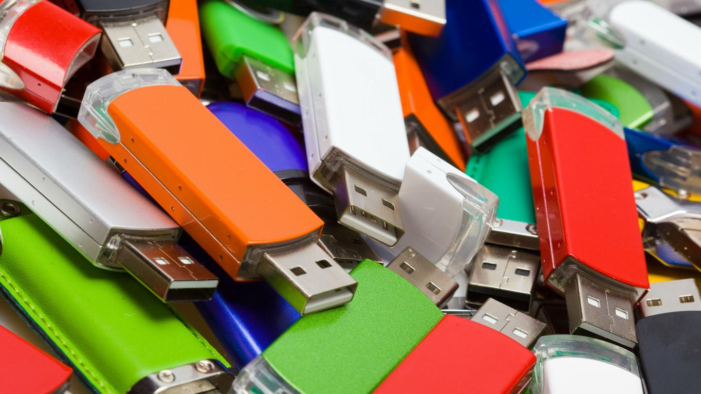 A group of researchers proves the long-held conviction that hackers can trick users into inserting potentially dangerous USB drives into their computers. Photo Credit:  Motherboard online report , 4/6/16