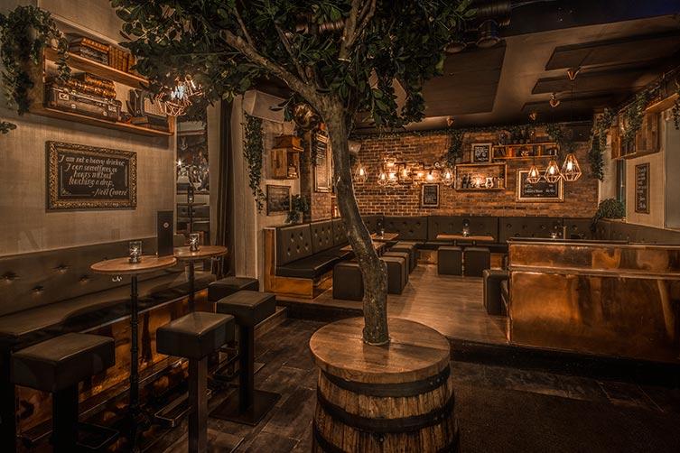 F6 cocktailbar: sittegrupper og lounge