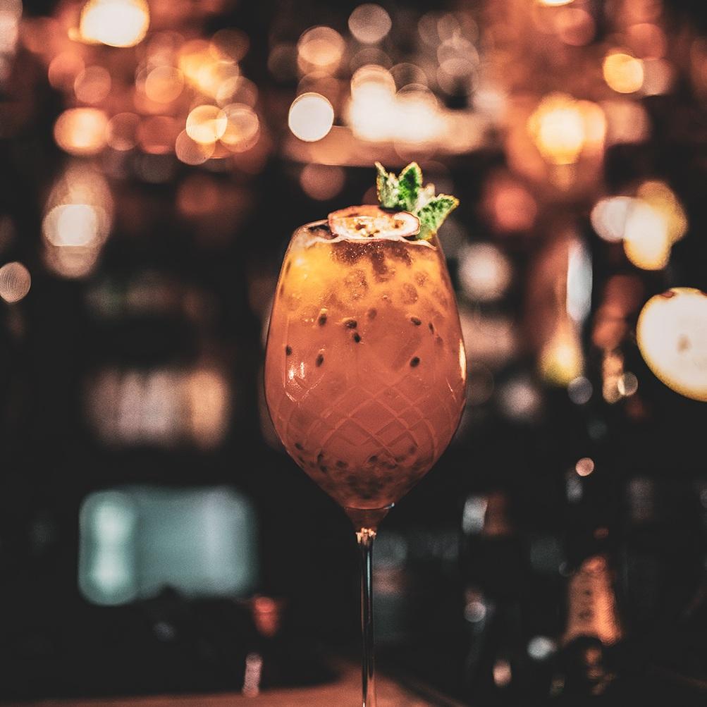 Afterwork - Vi legger vår sjel i å servere deg smaksrike drinker etter dine preferanser. Helt siden vi åpnet i 2009 har F6 vært et samlepunkt blant Oslos bar- og cocktailentusiaster.
