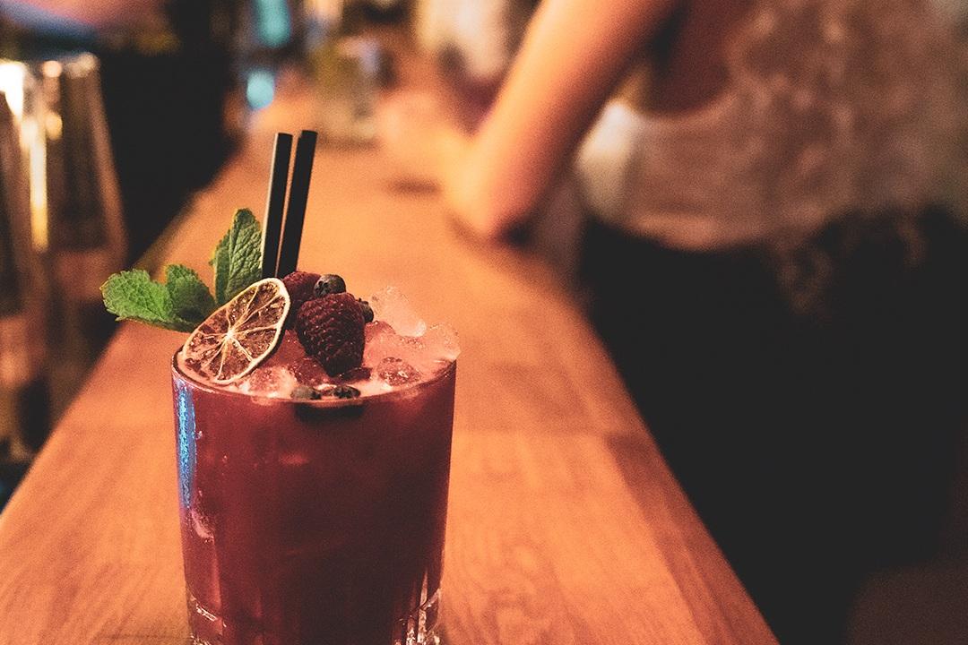 Våre bartendere er dyktige og har et stort spekter innen cocktails. Vi kan spesialtilpasse velkomstdrinken etter dine favorittsmaker.