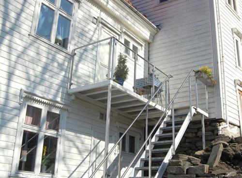 balkong-trapp-trehus.jpg