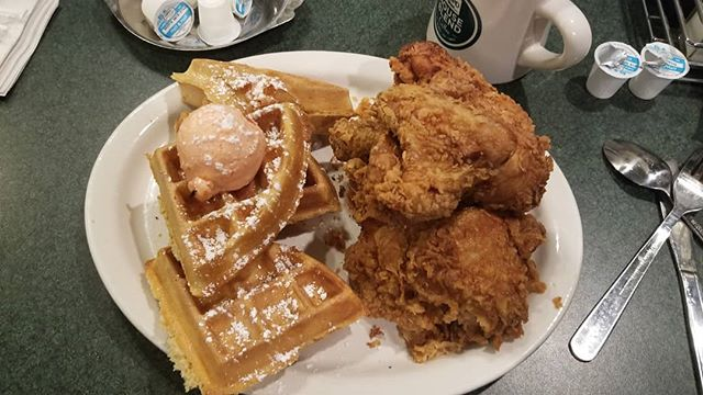 Alabama Breakfast  #alabama #tuscaloosa #chickenandwaffles #calories