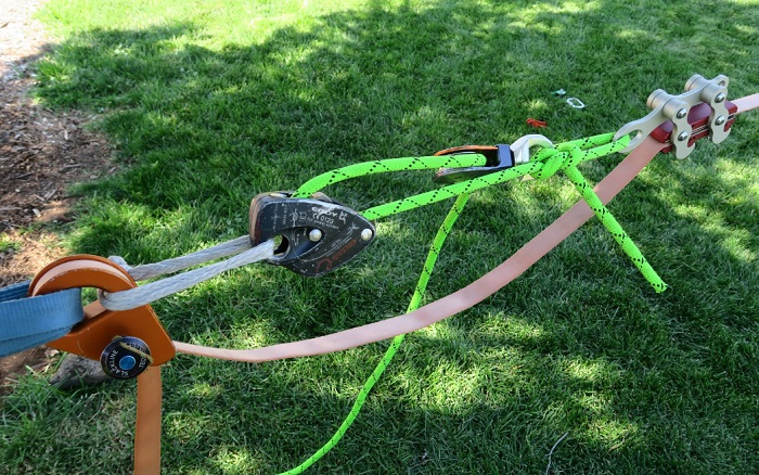 Creative minimalistic rigging with a piece of rope, a LineGrip, a single pulley, an   Eddy and a soft shackle. 3:1 mechanical advantage. Also notice the soft   release on the RamLock.
