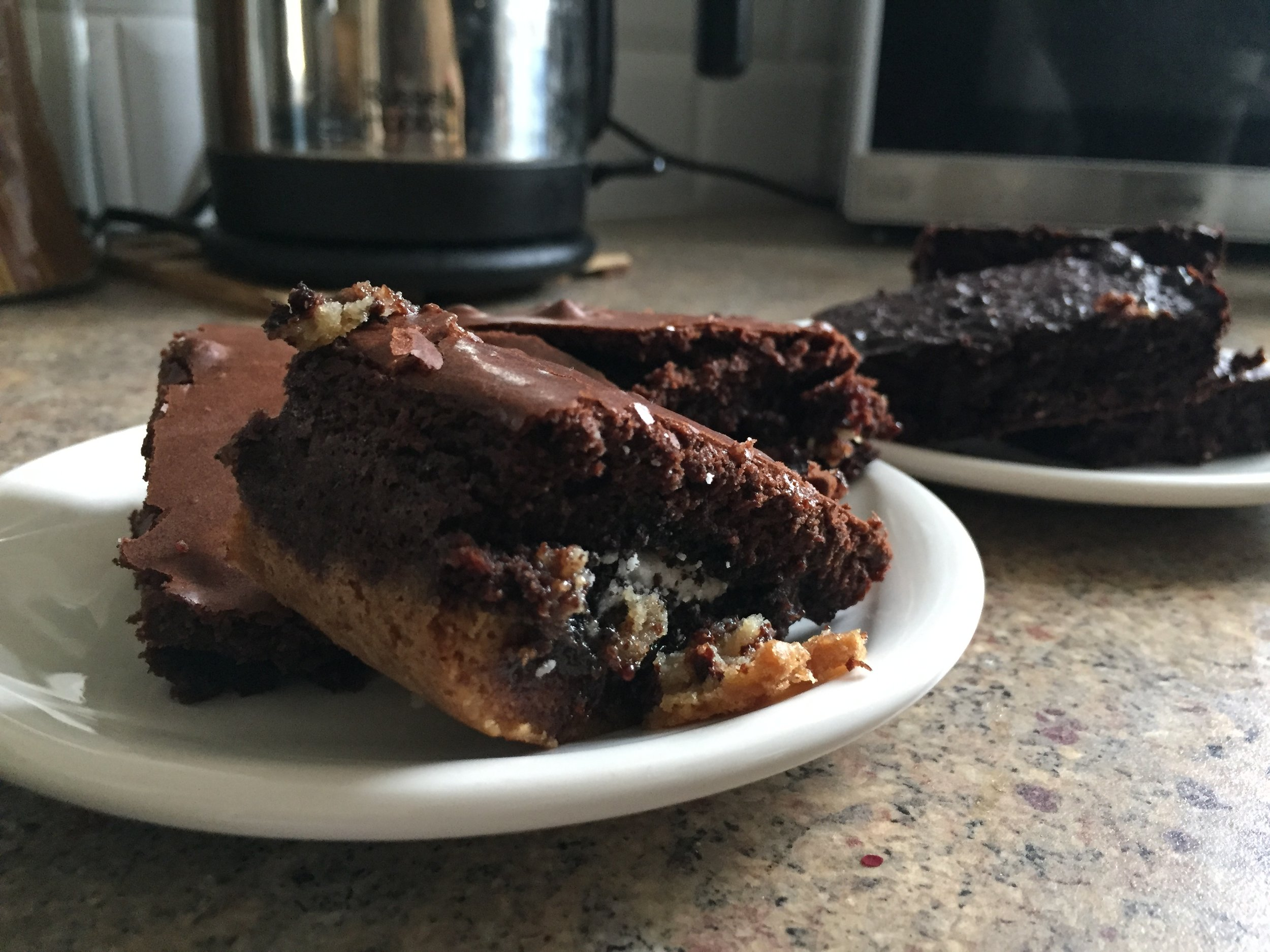 Voila, there are your slutty brownies on the left... the slightly darker ones you see on the right aren't a burnt batch haha they are actually the '100 calorie brownies', a recipe that I will share with you guys another day!