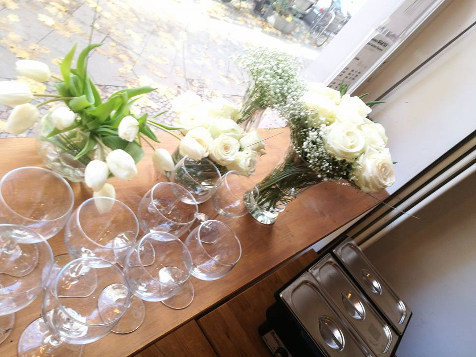Wedding celebration @ Raum Schwalbe: Feijoada Buffett & Flower arrangements