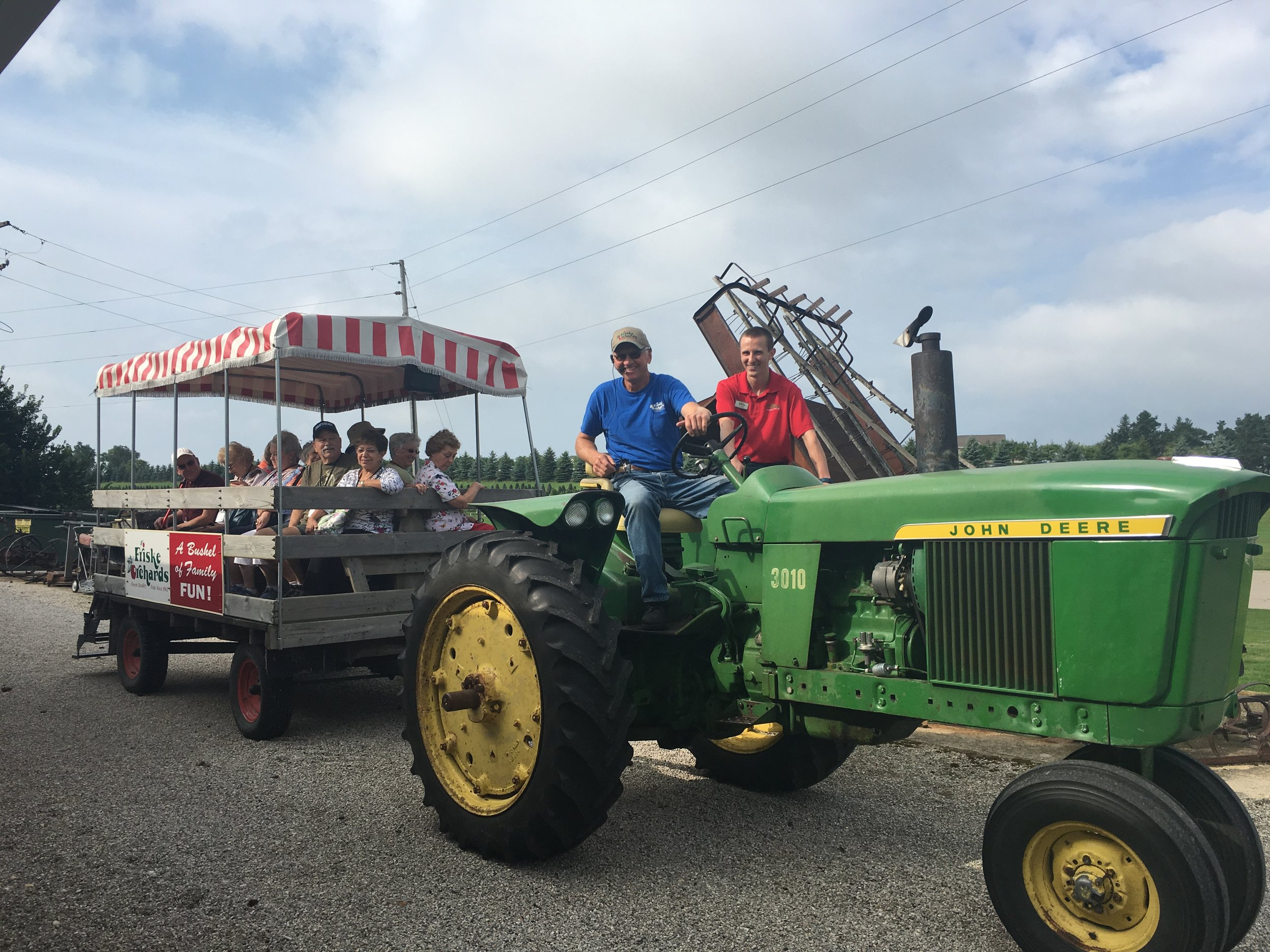 wagon-rides-friskes-farm-market