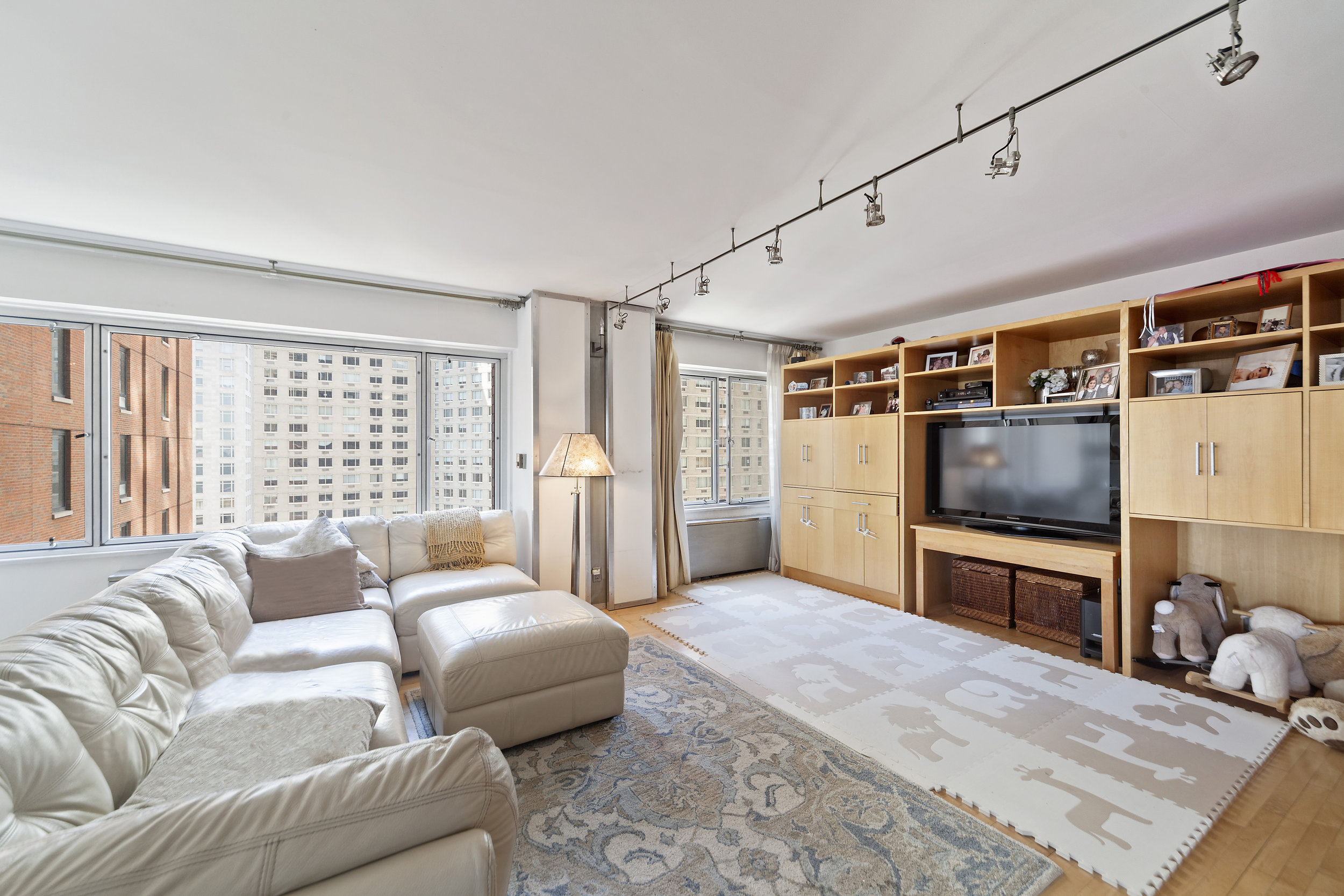 20 West 64th Street, 18RS