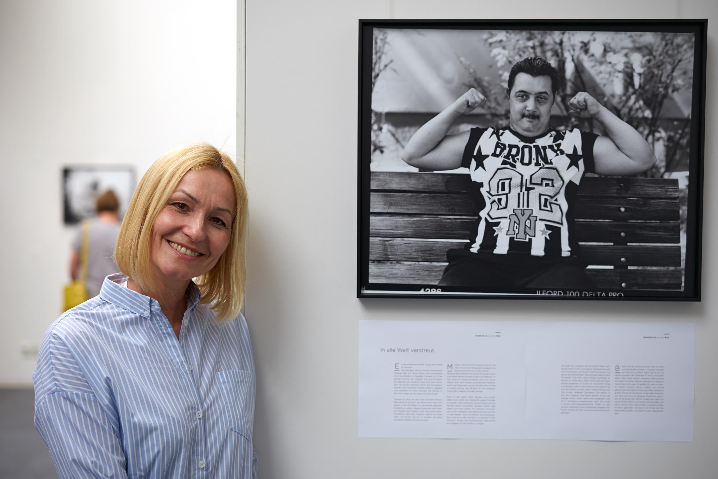 Edith Held mit Porträt_print (1,2 Mb)     Edith Held mit Porträt_web  (672 kb)