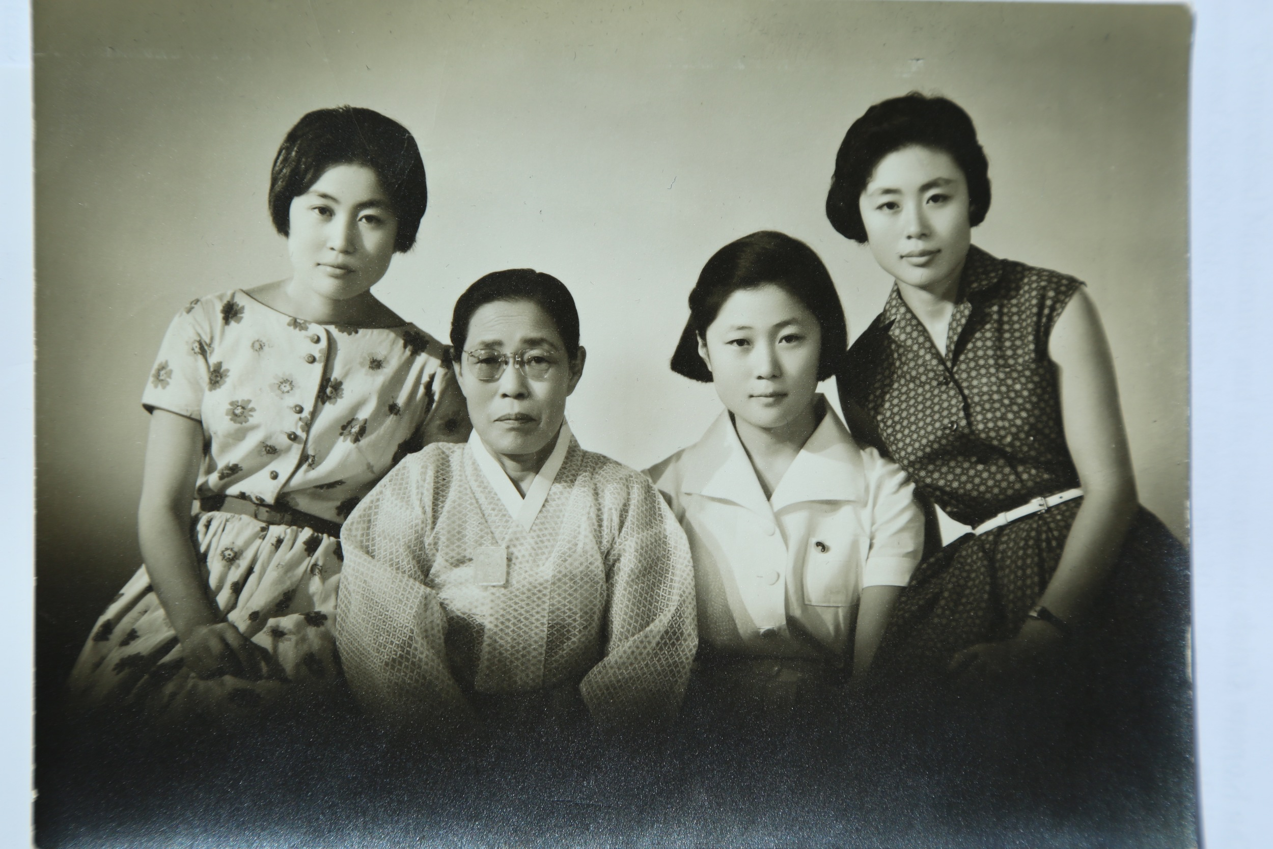 With her mom and two sisters in Seoul, late 1950s