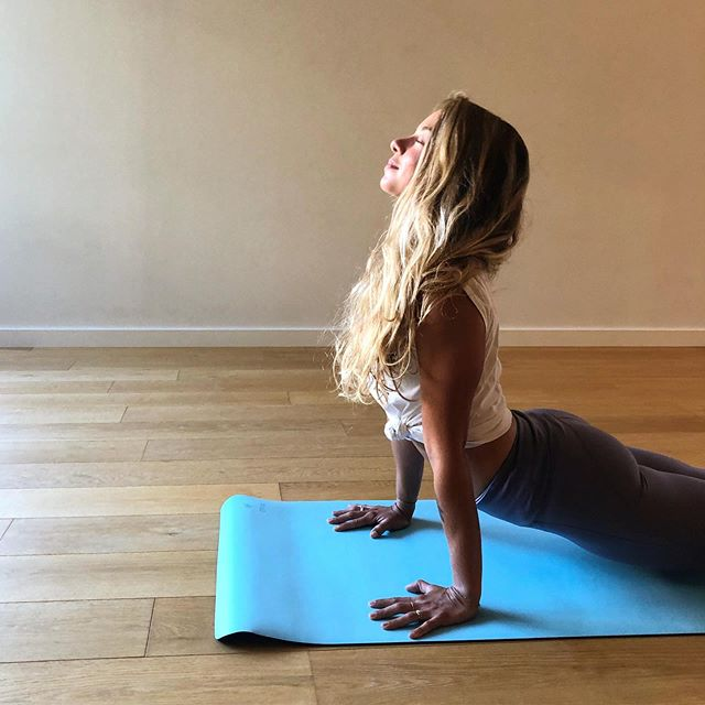 ✨Inspire ✨  #yoga #yogini #yogagirl #aixyoga #aix #aixenprovence #yogafrance #frenchyogini #love #openyourheart #loveistheanswer 📸 par ma @martapignol ce matin juste avant mon cours 💞 en @b_e_m_store  évidemment 😁✨💞