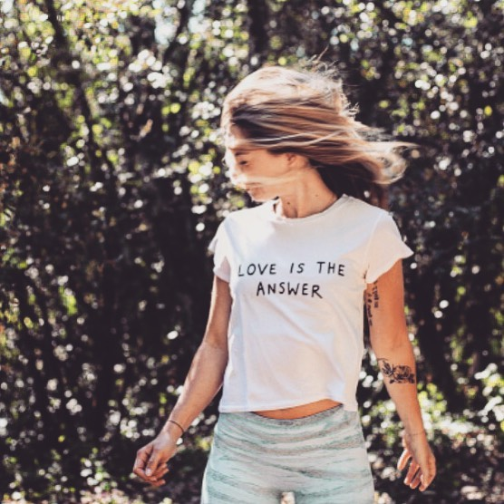 «Il faut avoir le COURAGE de changer ce qui ne va pas dans sa vie.  Prendre des décisions, aller contre soi même si nécessaire.  Contre la facilité, les habitudes.  Écouter la voix de sa conscience.  Se souvenir que tout choix implique un renoncement et que vivre c'est choisir.  Puis, lorsque l'on a pris le temps de réfléchir, avec respect marcher d'un pas sûr vers ce qui nous rendra plus heureux.» Choisir.✨Avancer.✨Vivre.✨ #yoga #yogini #profdeyoga #flowyoga #aix #aixyoga #aixenprovence #yogafrance #yogateacher  Shooting @b_e_m_store ✨ 📸 par @maelysizzo