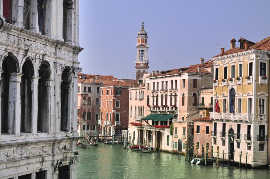 Hotel_Ca_Sagredo_-_Grand_Canal_-_Rialto_-_Venice_Italy_Venezia_-_Creative_Commons_by_gnuckx_4966192554-938x623.jpg