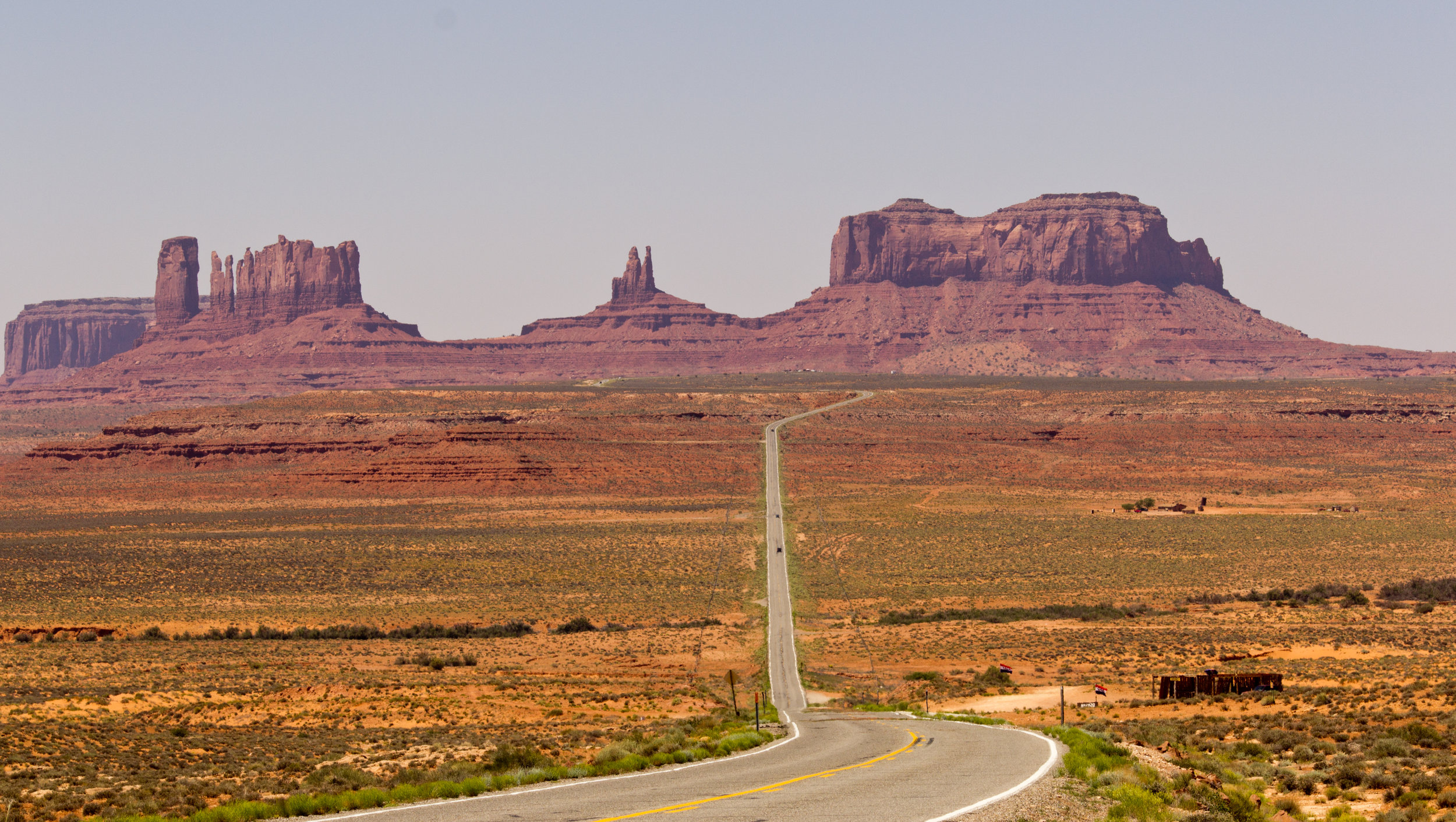 Long_Road_to_Monument_Valley.jpg