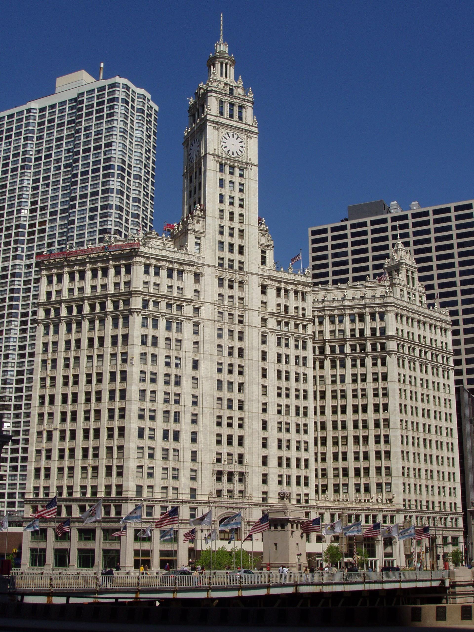 Wrigley_Building_-_Chicago,_Illinois.JPG