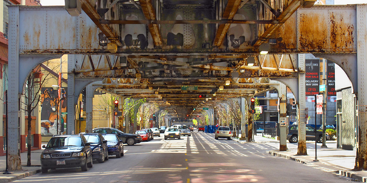 1280px-20090503_under_Chicago_L_on_Franklin_Street.jpg