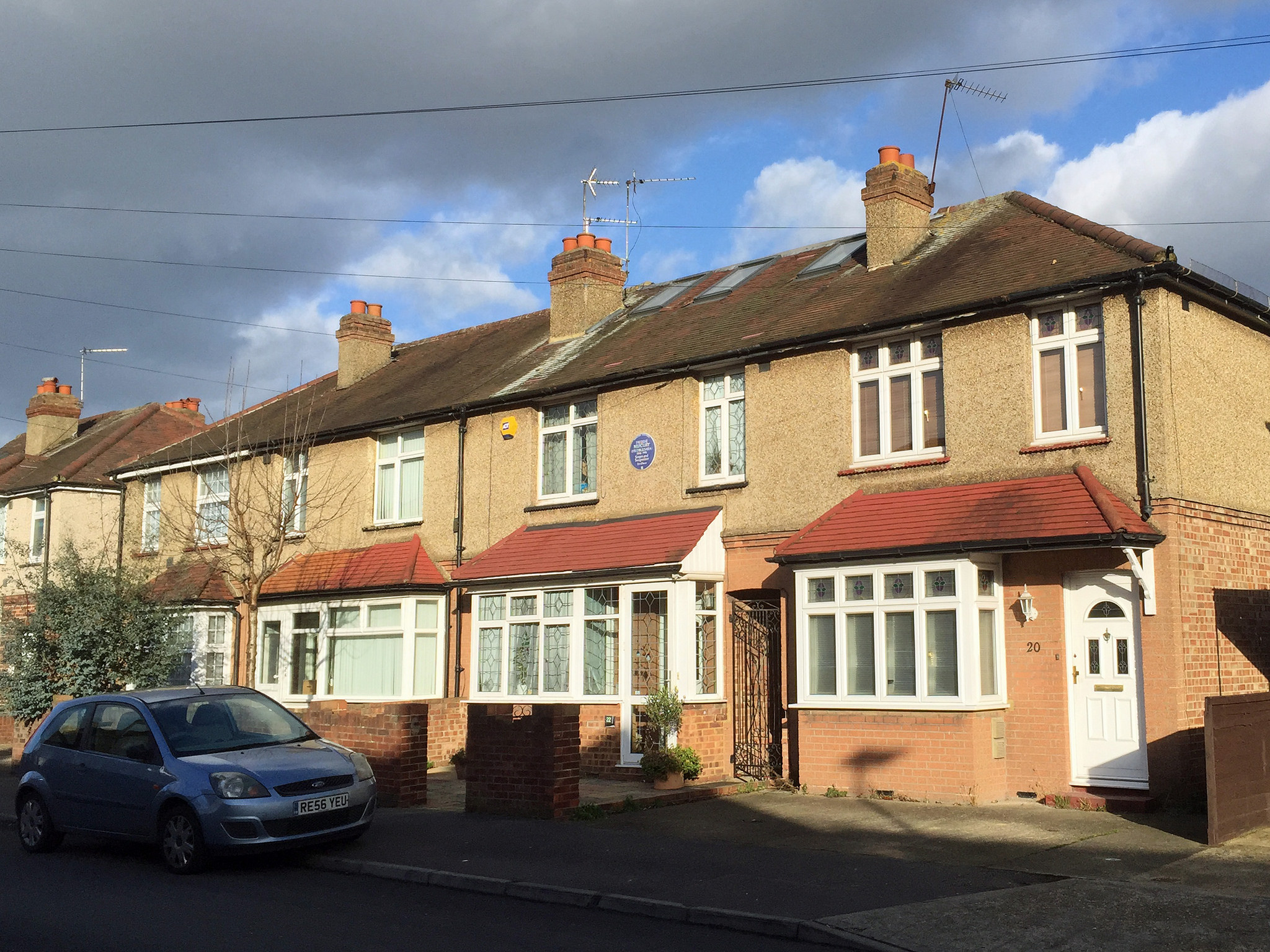 La casa della famiglia di Freddie Mercury al 22 di Gladstone Avenue, Feltham, Londra. Foto di  diamond geezer