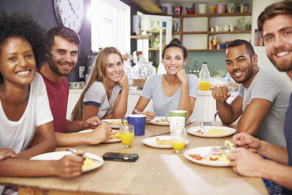 friends-roommates-young-people-eating-in-kitchen-1024x682.jpg