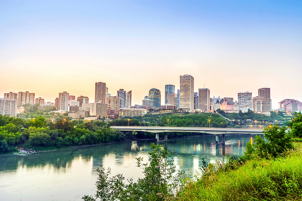 Edmonton - Edmonton, capital of Canada's Alberta province, sits on the North Saskatchewan River. Its past is recreated at Fort Edmonton Park, a living history museum with an 1846 fort and streets from 1885, 1905 and 1920. The city's contemporary landmarks include the Royal Alberta Museum, with aboriginal-culture and natural-history galleries, and the futuristic-looking Art Gallery of Alberta, known for its First Nations art.