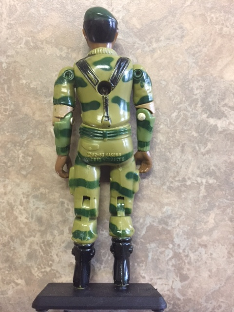 Rear view of stalker.  you can see the updated 82-83 marking.  unlike most of the other figures from this year, stalker did not come with any type of backpack.  the only accessory he came with was the sub-machine gun.