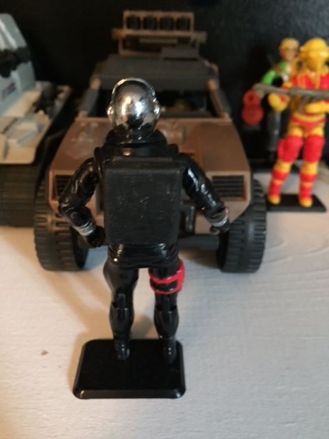 Destro's backpack opened up to reveal other weapons molded inside.