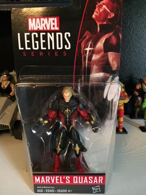 Quasar in the rather non-DESCRIPTIVE Marvel Legends packaging