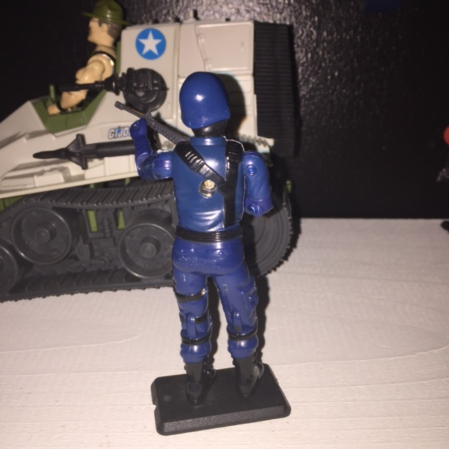 The cobra trooper came only with an m-16 rifle and no backpack or other ACCESSORIES.
