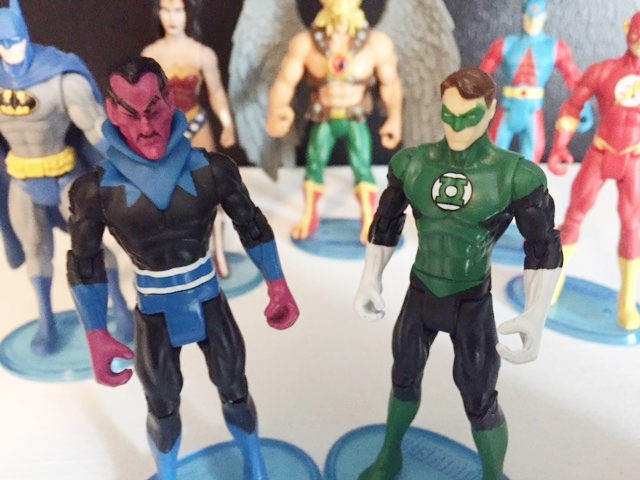 Sinestro with his yellow power ring squares off against the Green Lantern.  Far superior versions to their regretable movie versions.