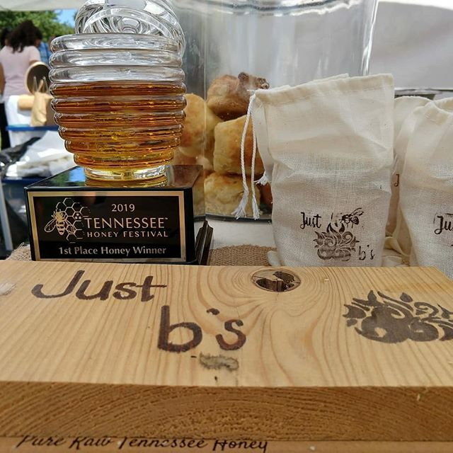 Taking home a little gold from the @tennesseehoneyfestival today! There is nothing better for us than a day of talking about bees and honey with anyone who will listen!  We were so honored to be part of this great event again this year!  @bloomsburyfarm @whhomestead @katharos_farm @kandiherring_  Thanks for being the best ever! 😊  #honey #bees #beekeeping #community #eatlocal #biscuitsandhoney #lovebees #1stplace #savethebees