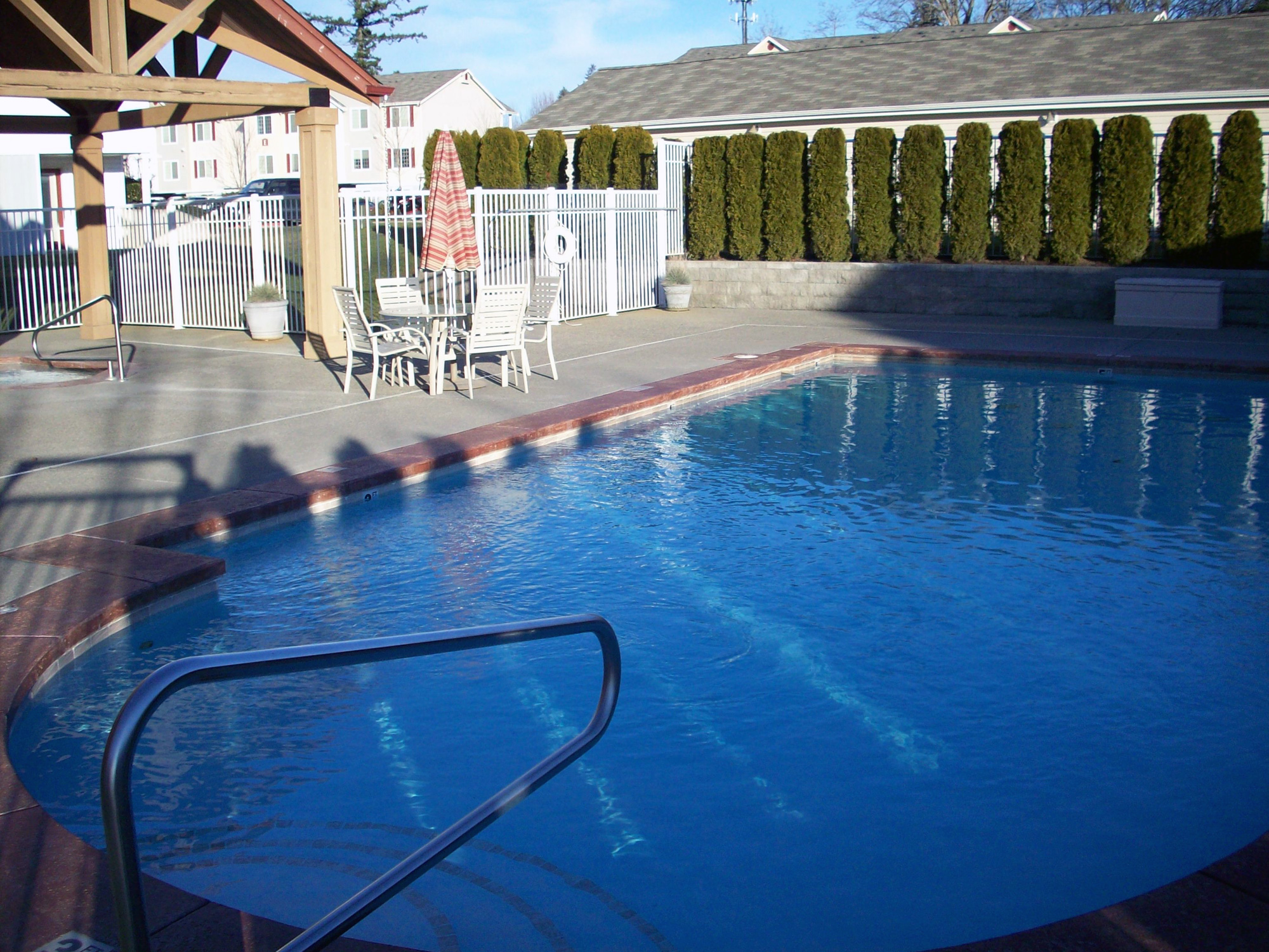sundance-apartments-pool.jpg