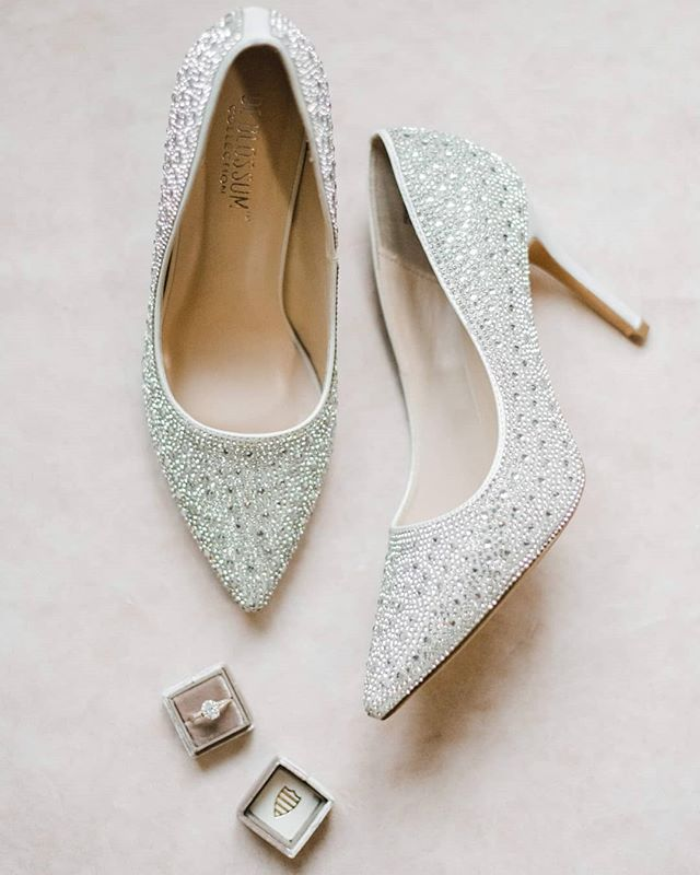 Literally in LOVE with these wedding shoes! I need these in my life to wear on the daily💎💠💎 @karahlockwood you have impecable taste lady! Them wedding details are my fave!  Photo: @maggiesmithphotog  Coordination: @bridgetdavisevents  Music: @djcoreyozair  Bartender: @singlebarrelevents  Catering: @bradfordcateredevents  Bridal hair: hairbytabs_  Floral: @sarahshupperd