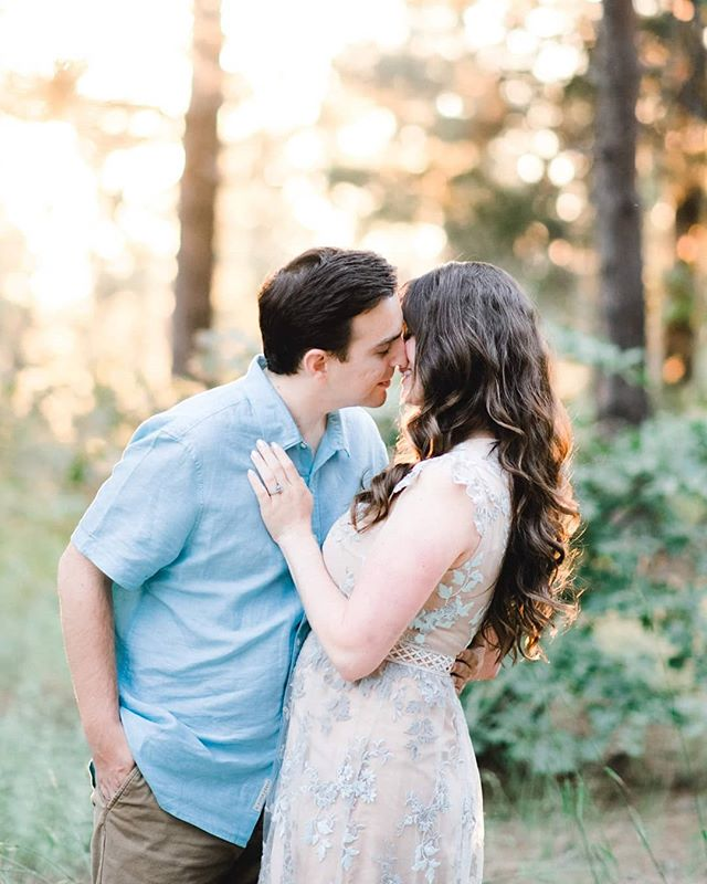 It is all about that sunset glow!!! When couple's literally glow during their session I squeal...a lot lol ☀️🌄🌇 Kayla & Matt will be getting married next year and and are the middle of moving out of state. So of course we had to squeeze in a last minute engagement session before they left. . . . @skyparkweddings . . . #bigbearlake #fineartcuration #sfweddingphotographer #theknot #gettingmarried #soontobemarried #adventurebrides #napaweddingphotographer #weddingdetails #soontobemrs #lakearrowheadwedding #junebugweddings #sonomawedding #fineartphotography #fineartwedding #laweddingphotographer #orangecountyphotographer #sandiegoweddingphotographer #destinationphotographer #weddinginspiration #weddingchicks #adventurousphotographers #groomsmen #wanderingphotographers #firstandlasts #loveandwildhearts #bellelumiere #soloverly #engagedlife #lagunabeachphotographer