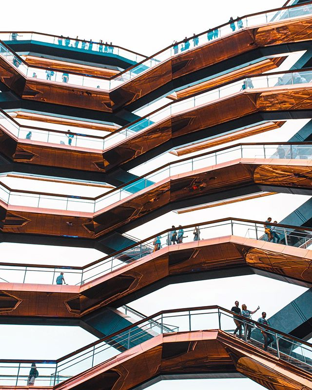 Did you know Hudson Yards is the largest (and most expensive I think) private real estate development in the US? Yup! Place is insane! Here's one more shot from The Vessel...for now. 🖖🏼👽 Let me know your favorite out of this series!