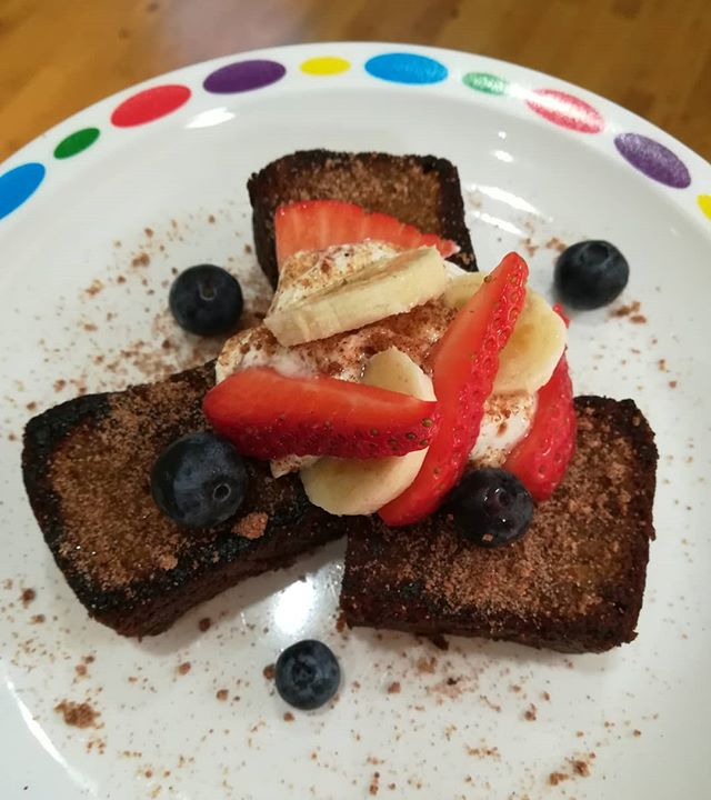 Pan toasted banana bread with Greek yogurt and berries